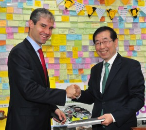 Michael B. Horn and Seoul Mayor Park Won-soon