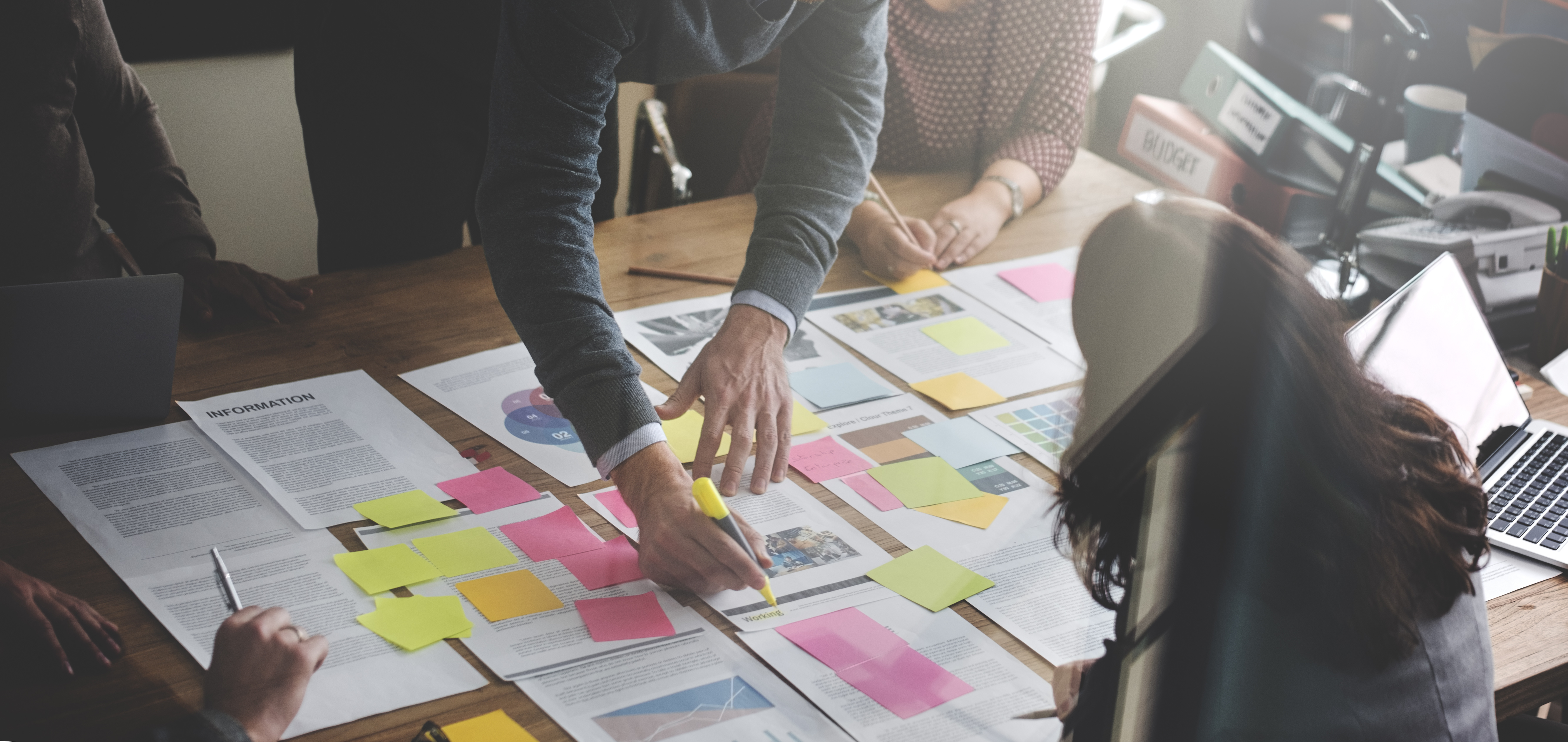 Business People planning/e-commerce/christenseninstitute